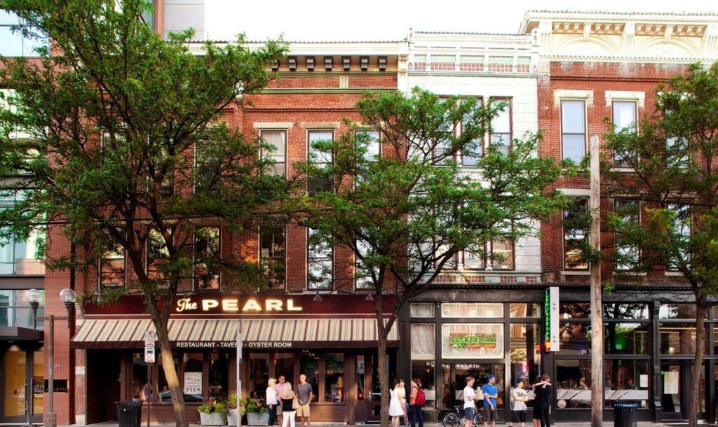 columbus ohio street with shops