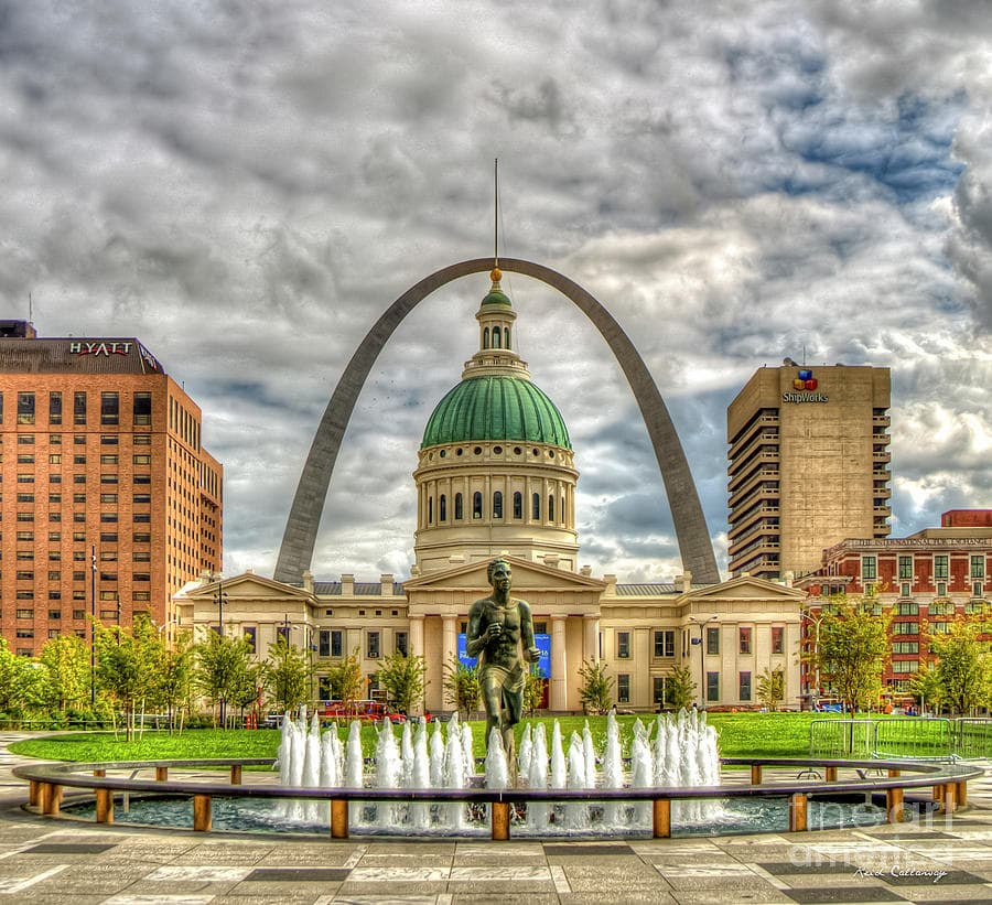 st louis gateway arch and county courthouse